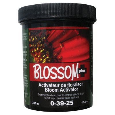 Nutri+ Blossom Plus Powder Forula 0-39-25 Bloom activator. Selective control water treatment for the pH. Super concentrated formula. Compatible with regular fertilizer. Don't use any other mineral blooming supplement at the same time. • Designed to stabilize the production of flowers in hydroponic systems and other growing mediums. • Combined phosphorus, potassium and quickly assimilated special activators. These elements can contribute to the plant maturity, the quality of fruits and flowers and the buildup of sugars, starch and essential oils. • Allows the production of the necessary energy to quickly initiate and maintain a spectacular early flowering. • The present carbonates prevent a sudden drop in pH at the beginning of flowering (7-10 days). • Activate the flowering for denser, wider and heavier flowers and fruits. Liquid BLOSSOM+ formula is enriched by organic compounds coming from earthworm castings. Easy to use for home gardeners.